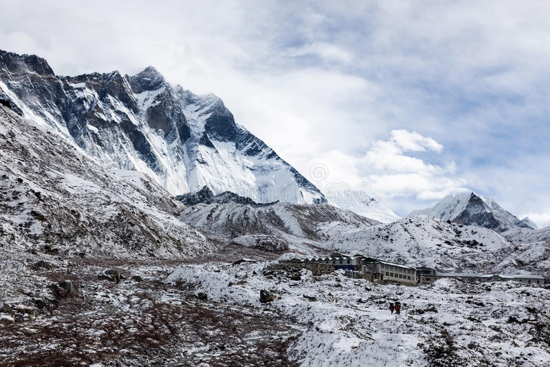 ACAMPAMENTO BASE TREK/NEPAL DE EVEREST - 29 DE OUTUBRO DE 2015 foto de stock