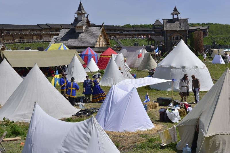 Acampamento da barraca dos participantes da competição fotografia de stock royalty free
