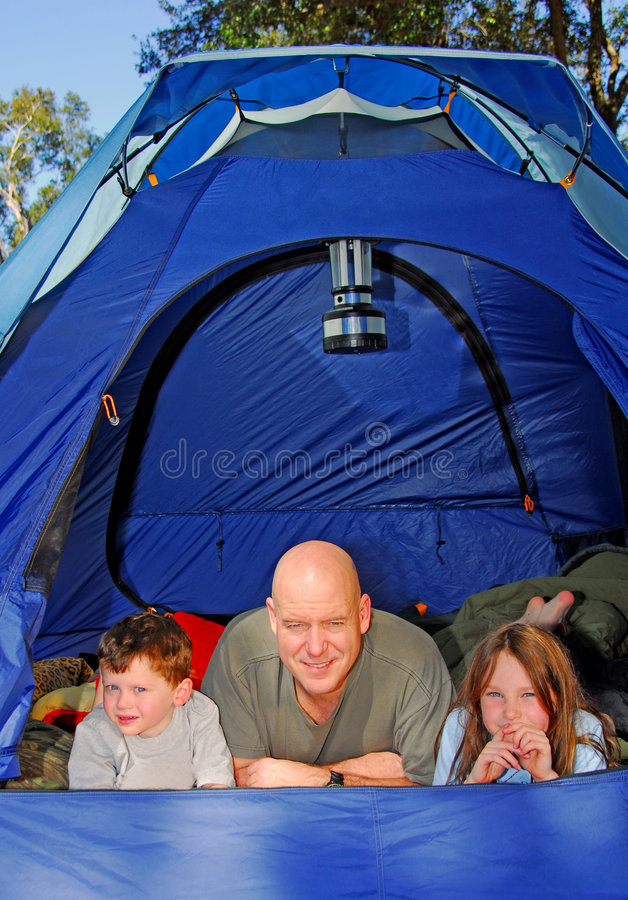 Acampamento da família fotos de stock