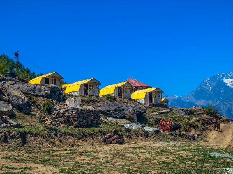 Acampamento da montanha - Himalayas imagem de stock