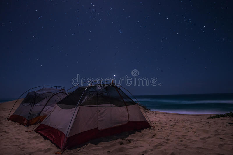 Acampamento da praia fotografia de stock