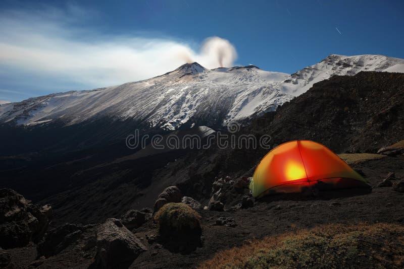 Acampamento do inverno do luar em Etna Park, Sicília foto de stock royalty free