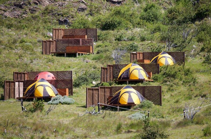 Acampamento na cabana grandioso de Paine no parque nacional de Torres del Paine, região de Magallanes, o Chile do sul foto de stock royalty free