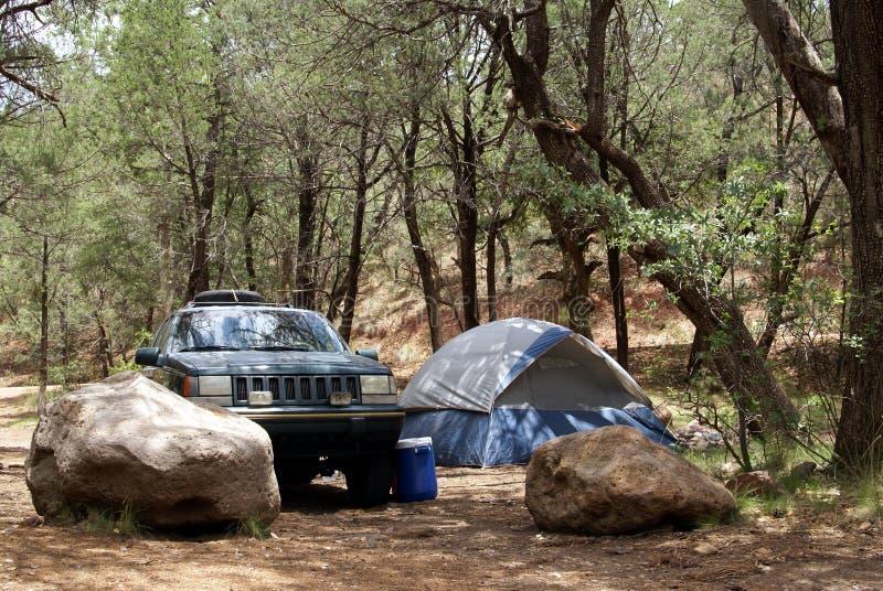 Download Acampamento remoto foto de stock. Imagem de pedras, fora - 10052700