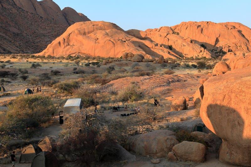 Acampamentos no Spitzkoppe em Namíbia fotos de stock