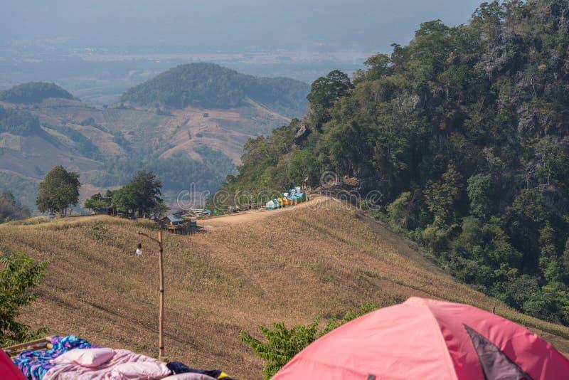 Acampando en la montaña en Nan Thailand fotos de archivo libres de regalías