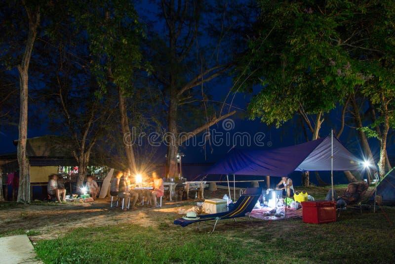 Acampando na noite, ilha de Koh Chang em Tailândia imagens de stock