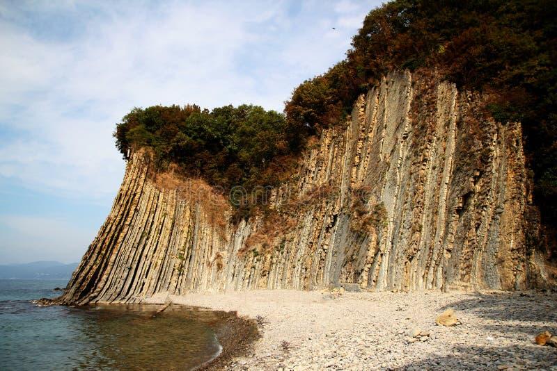 Acantilado de Kiselev también conocido como acantilado de rasgones, Tuapse, el Mar Negro, Rusia fotos de archivo
