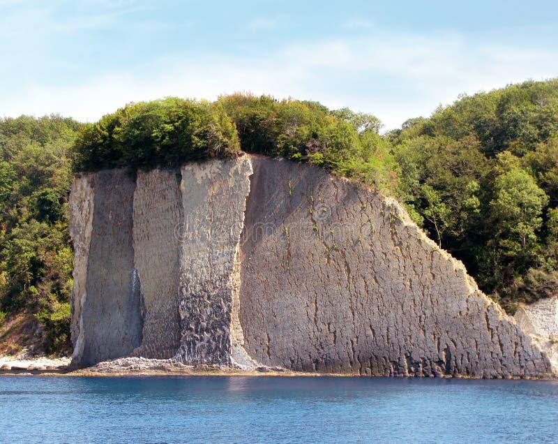 Acantilado de Kiselev también conocido como acantilado de rasgones, Tuapse, el Mar Negro, Rusia fotos de archivo libres de regalías