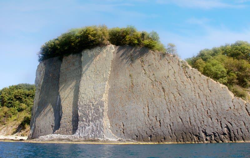 Acantilado de Kiselev también conocido como acantilado de rasgones, Tuapse, el Mar Negro, Rusia foto de archivo libre de regalías