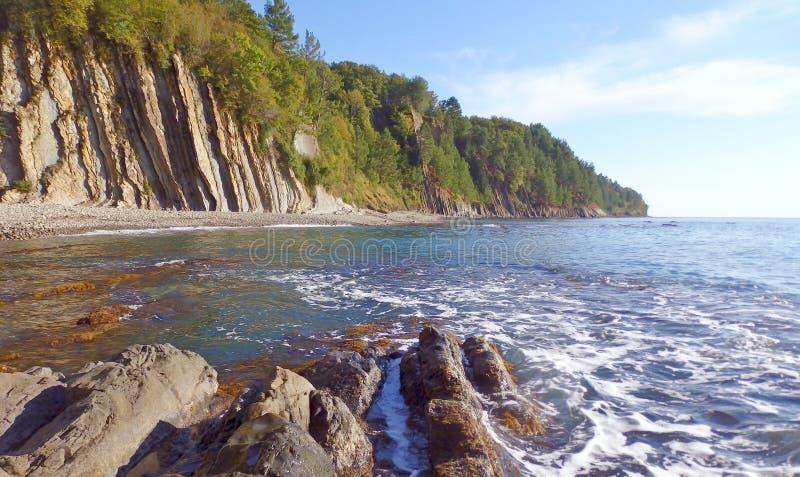 Acantilado de Kiselev también conocido como acantilado de rasgones, Tuapse, el Mar Negro, Rusia imágenes de archivo libres de regalías