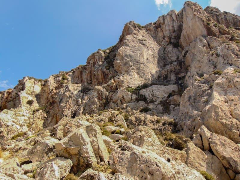 Acantilado griego de la piedra caliza foto de archivo libre de regalías