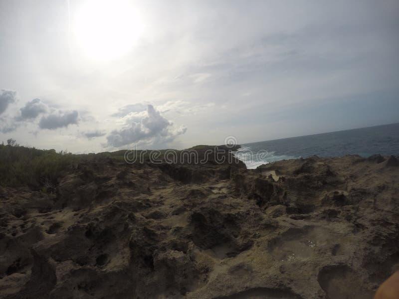 Acantilado, playa Esperanza Puerto Rico imagenes de archivo
