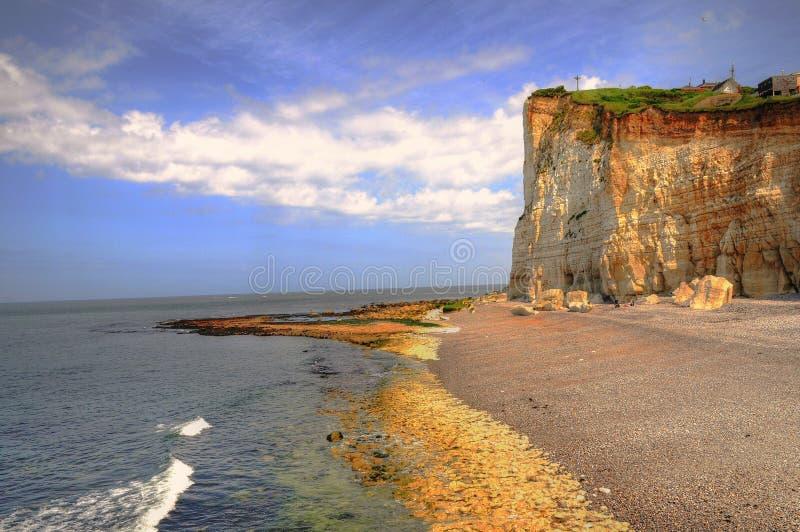 Acantilado y playa foto de archivo libre de regalías