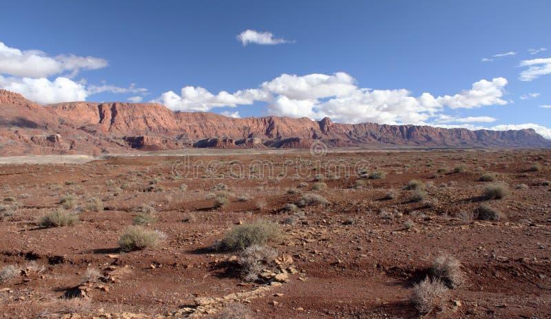 Acantilados Barranca-Bermellones Yermo, Utah, Los E.E.U.U. De Paria Foto de archivo