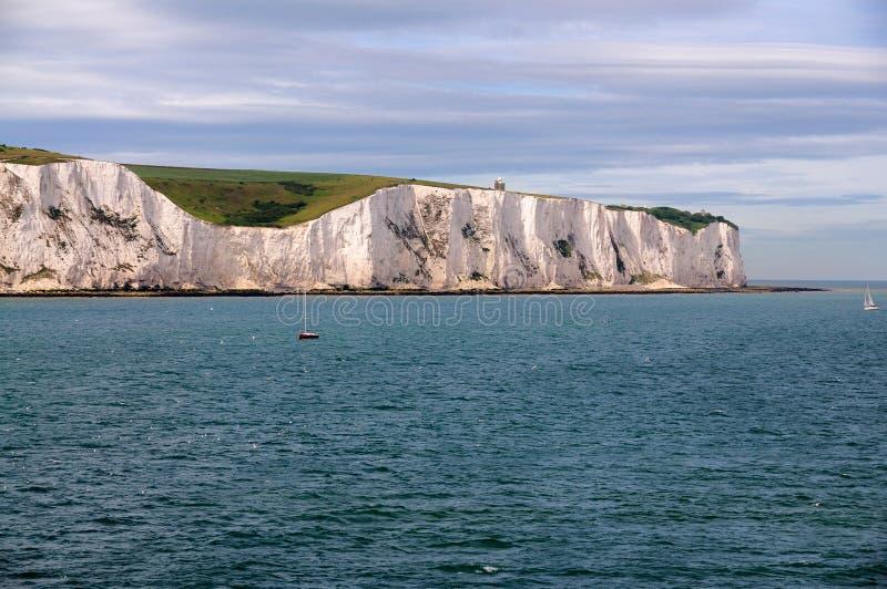 Acantilados blancos de Dover del mar foto de archivo libre de regalías