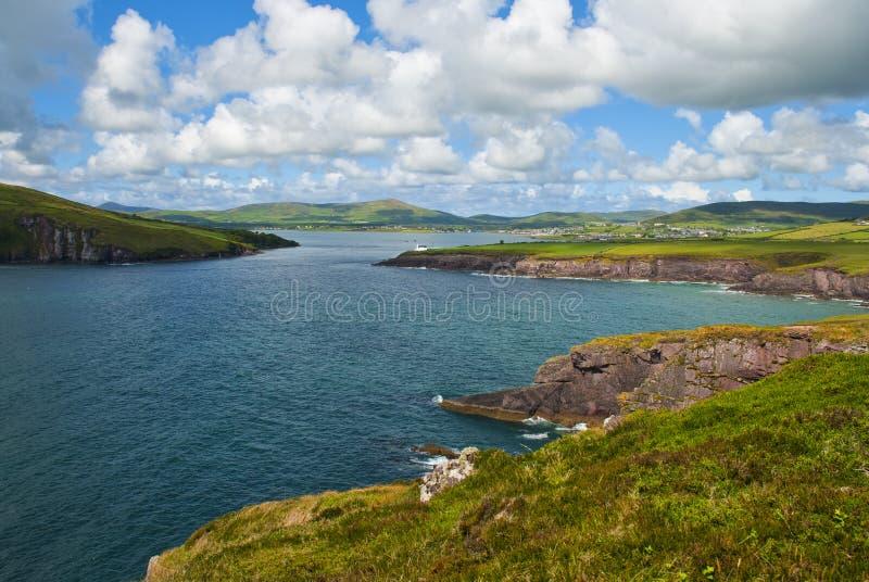 Acantilados con las nubes en Irlanda del sur foto de archivo libre de regalías