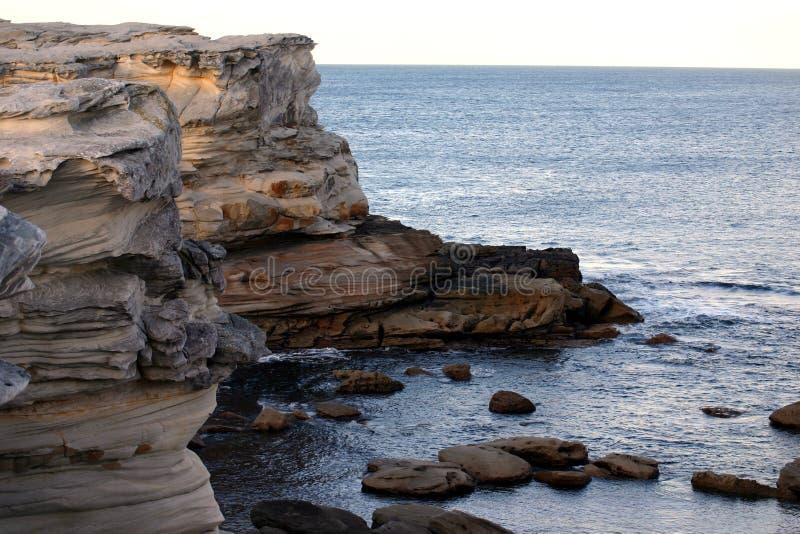 Acantilados de la bahía de la botánica imagenes de archivo