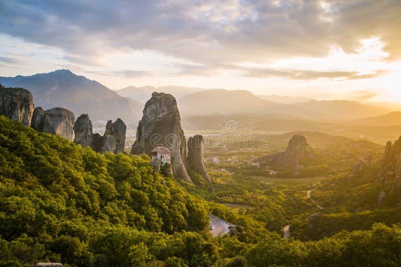 Acantilados de la roca de Meteora Grecia fotos de archivo