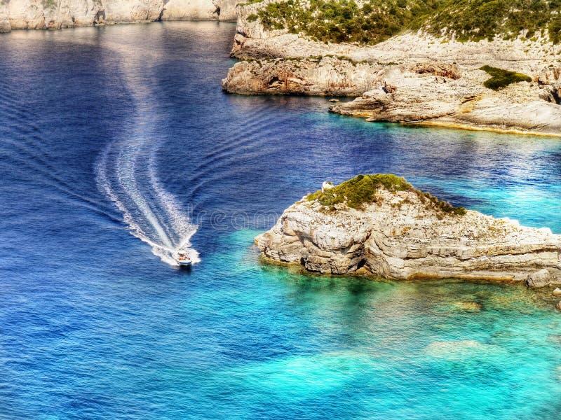 Acantilados de las islas griegas, mar, paisaje de la costa, playas imagenes de archivo