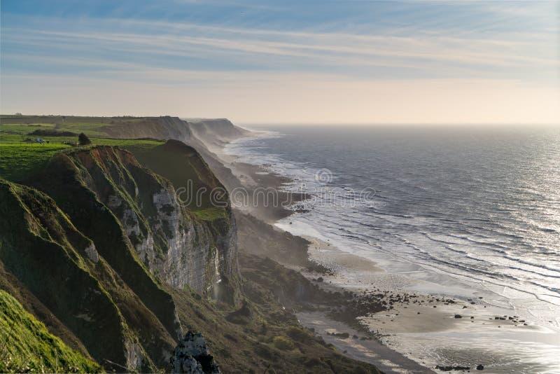 Acantilados de Normandie en la costa del Océano Atlántico imágenes de archivo libres de regalías