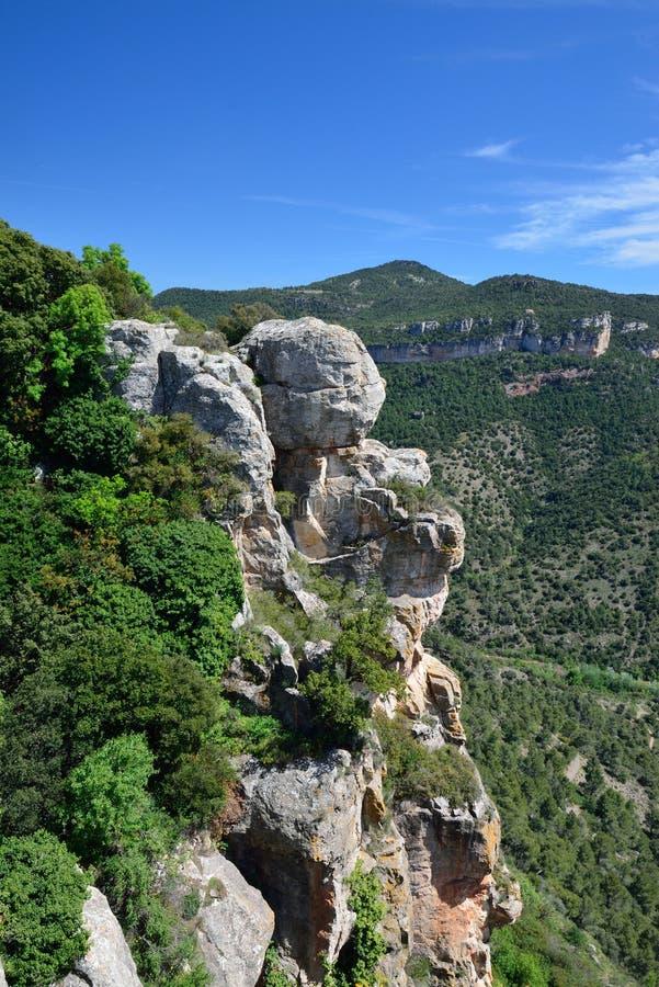 Acantilados de Siurana de Cataluña en primavera imagen de archivo libre de regalías