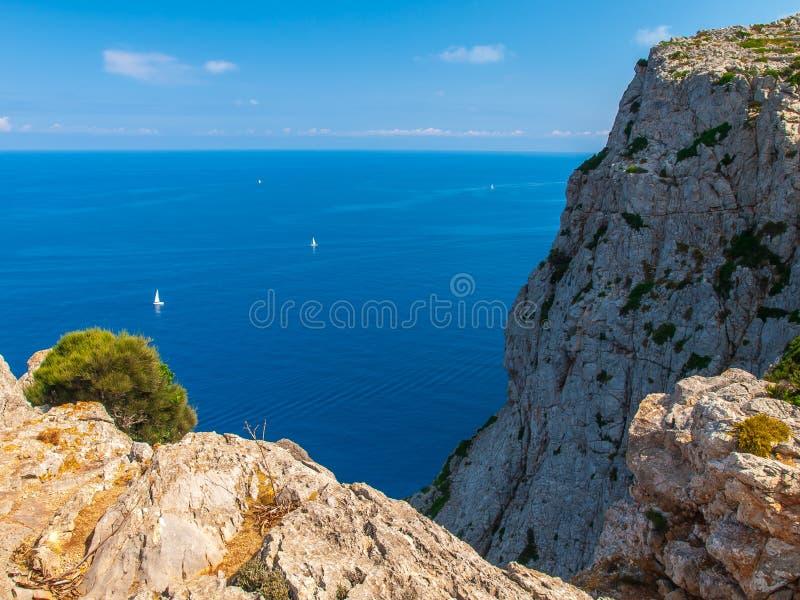 Acantilados del Formentor, Mallorca imagenes de archivo