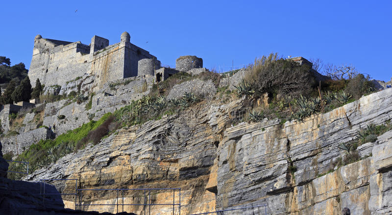 Acantilados del mar de Portovenere fotografía de archivo