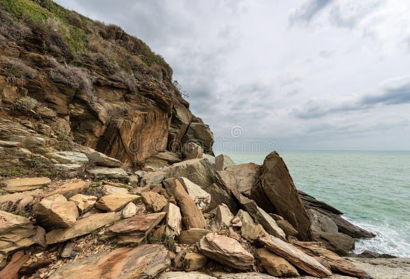Acantilados en el golfo del La Spezia - Punta Bianca Italy fotos de archivo libres de regalías