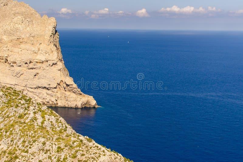 Acantilados en Mallorca imagen de archivo libre de regalías