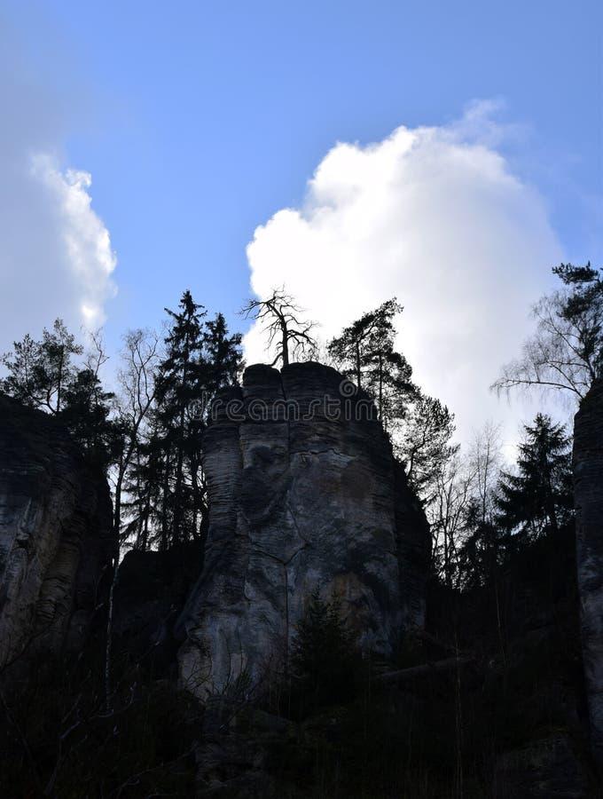 Acantilados en paraíso bohemio - las rocas de la piedra arenisca de Prachov - paisaje imagenes de archivo