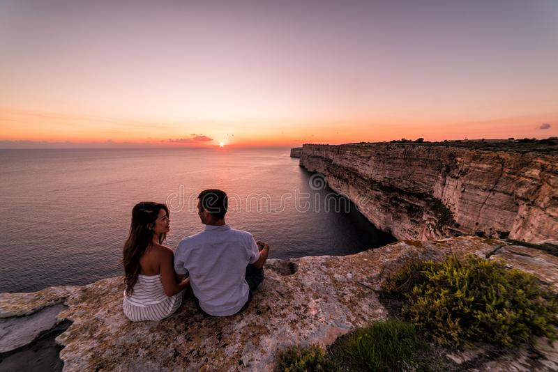 Acantilados hermosos de TA Cenc en la puesta del sol Gozo, Malta fotos de archivo libres de regalías