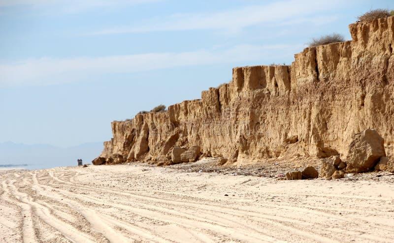 Acantilados a lo largo de la línea de la playa del mar de Cortez cerca del EL Golfo de Santa Clara, Sonora, México fotos de archivo libres de regalías