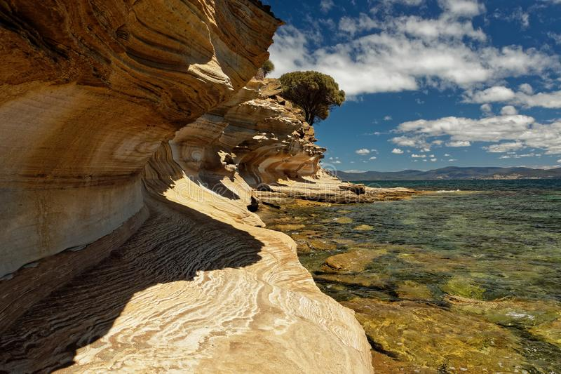 Acantilados pintados, Maria Island, Tasmania, reserva nacional, Australia fotos de archivo