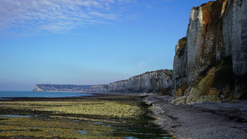 Acantilados, playa de Normandía, Francia foto de archivo