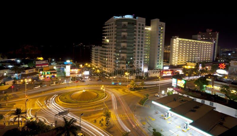 Acapulco na noite imagens de stock royalty free