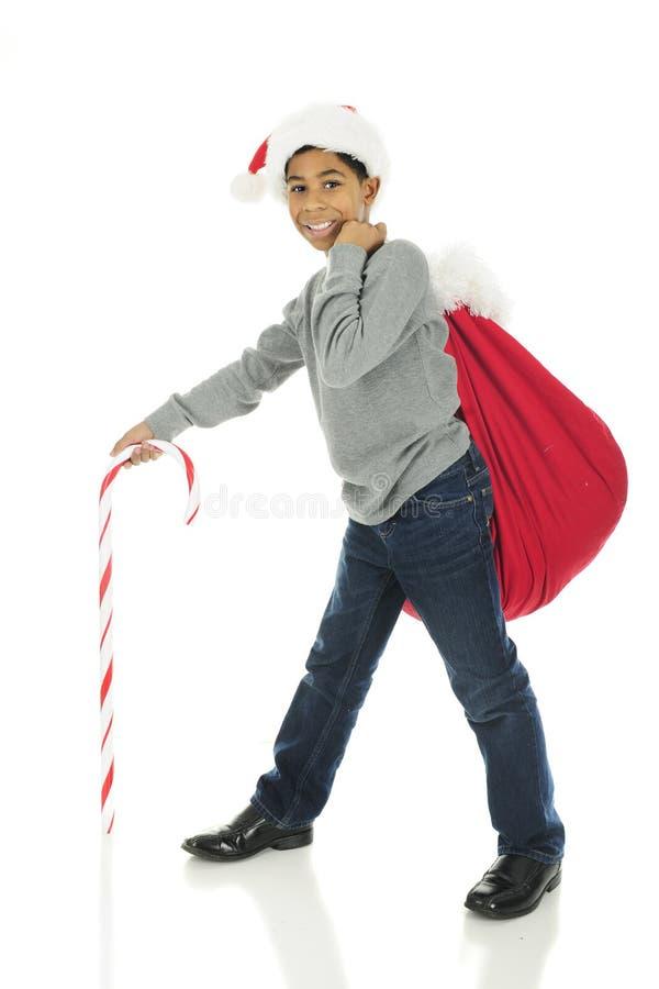 Acarreo del saco de Papá Noel fotografía de archivo libre de regalías