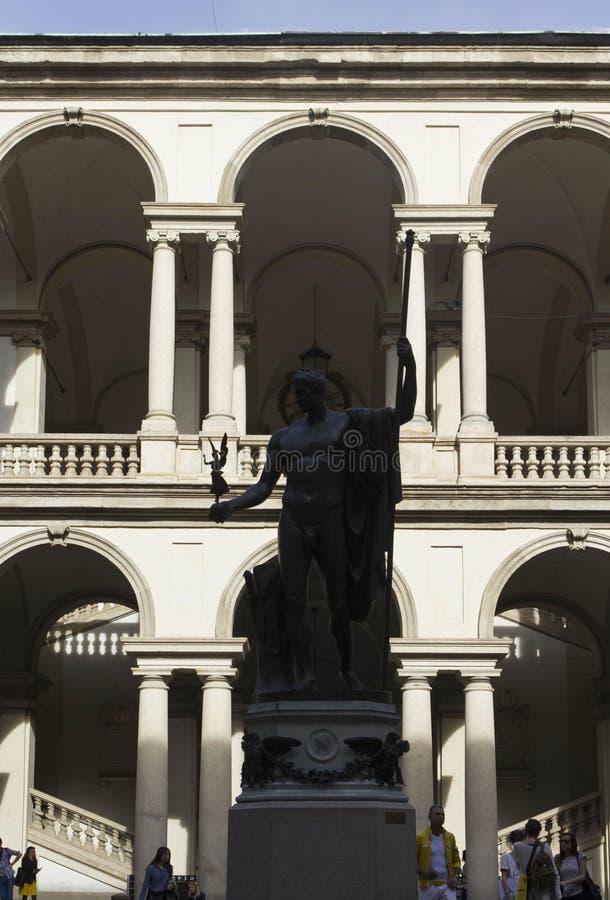 Accademia Di Brera podwórze w Mediolan, z Napoleon statuą fotografia stock