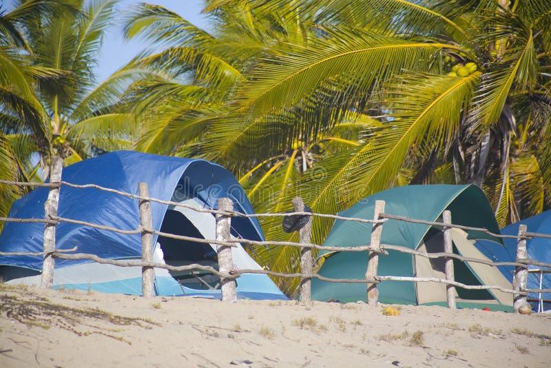 Accampamento della spiaggia immagine stock libera da diritti