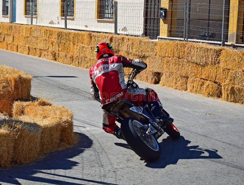 Accantonando su un motociclo fotografia stock libera da diritti