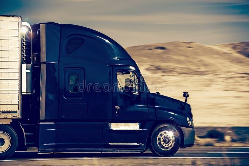 Accelerazione semi del camion fotografie stock libere da diritti