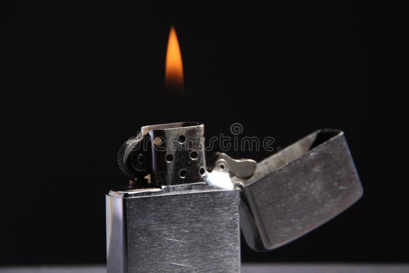 Accenditore Burning di zippo fotografie stock
