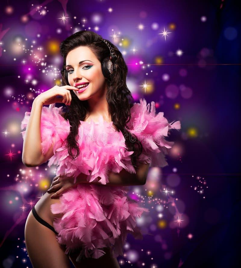 Accensione. Dancing felice brillante della donna - partito del vestito operato. Indicatori luminosi della discoteca fotografia stock