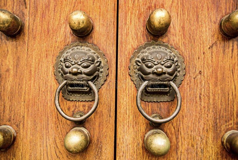 Accent de porte de dragon de lion images libres de droits