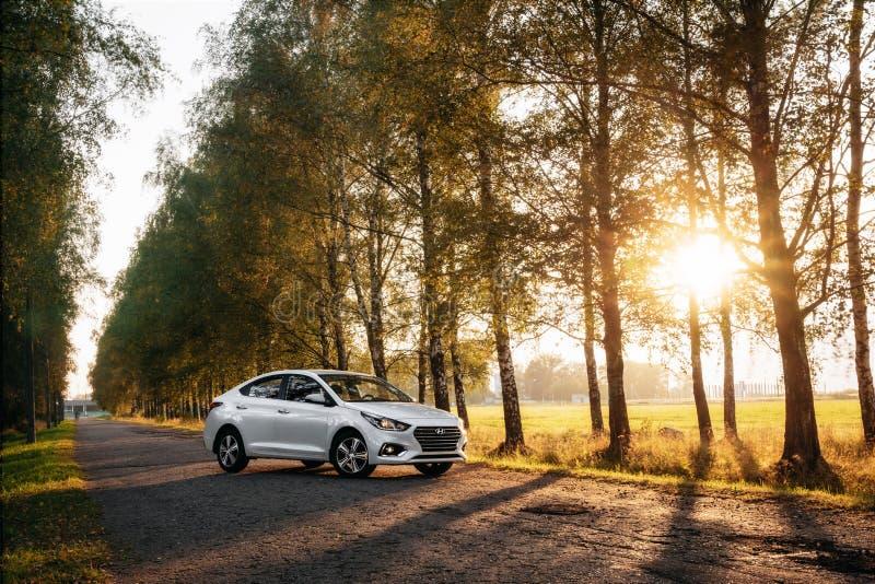 Accent Hyundai 2017 sur la route nationale image stock