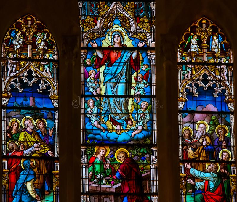 Acceptation de Mary - verre souillé dans la cathédrale de Burgos photo libre de droits