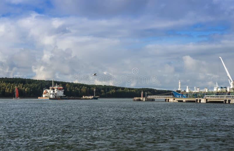 Acceso marino del cargo en Klaipeda, Lituania foto de archivo libre de regalías