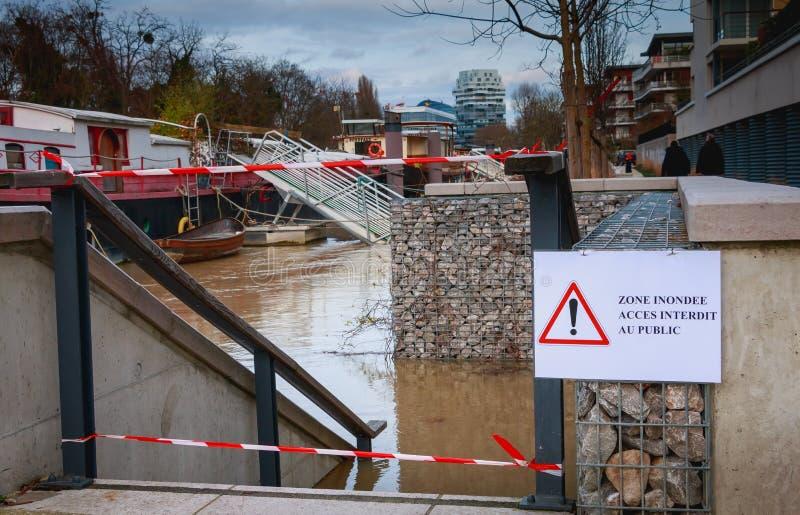 Acceso prohibido del área inundada al público fotos de archivo libres de regalías