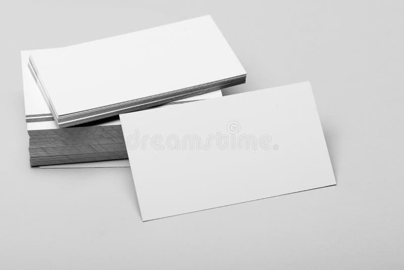 Accesorio personal de la presentación en cierre para arriba Concepto de los contactos comerciales Pila de las tarjetas de visita  imagenes de archivo