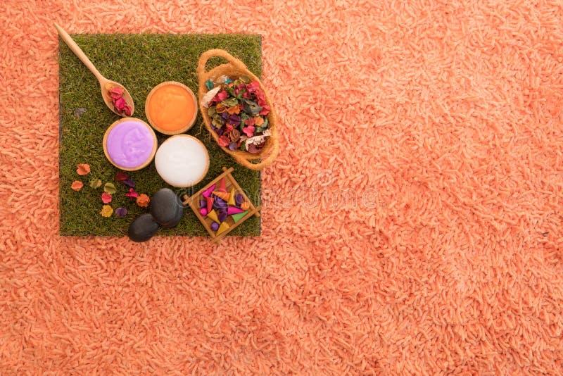 Accesorio y producto del balneario del aroma en la alfombra anaranjada fotografía de archivo libre de regalías